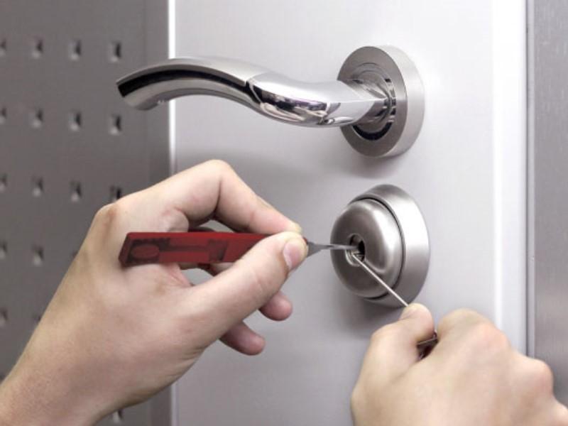 Что делать если ключ застрял во входной двери 85